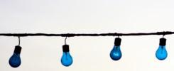 lampjes hangen aan en kabel